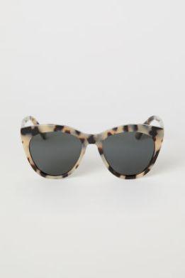 hmgoepprod?set=source[-72-10-7210b2ad6c1c294a40c45043126ee4a01bf2a63e.jpg],origin[dam],category[ladies_accessories_sunglasses],type[DESCRIPTIVESTILLLIFE],hmver[1]&call=url[file--product